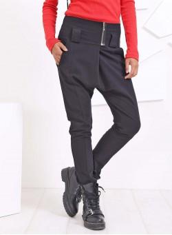 Спортен панталон в черно с широк колан и малък цип отпред