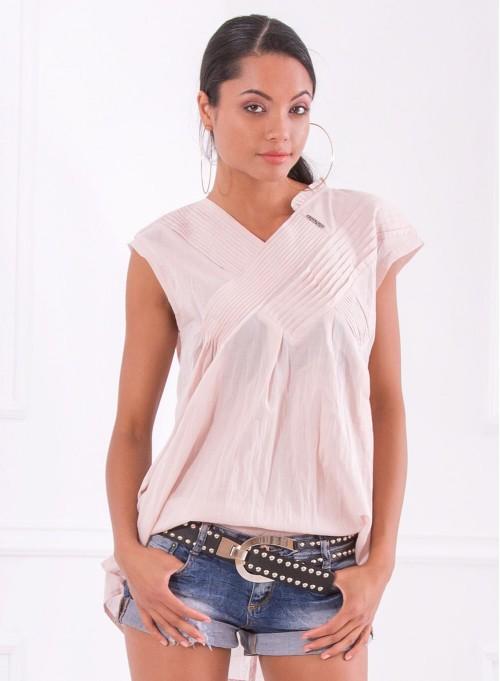 Блуза в мек розовеещ цвят с плисиран акцент