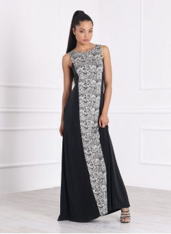Дълга рокля с черно бял акцент