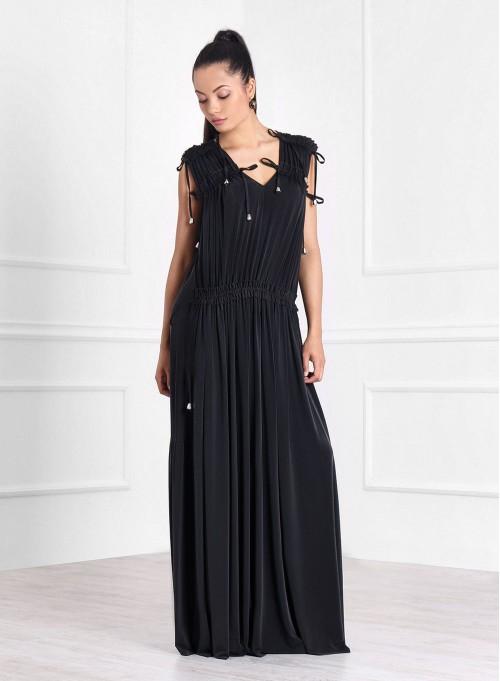Дълга рокля в черно с екстравагантна конструкция