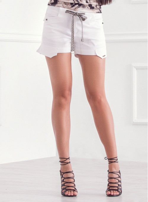 Къси панталонки в бяло