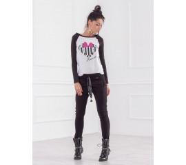 Спортен панталон с интересен джоб в черно