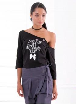 Тениска с щампа панделка в черно